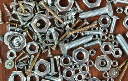 Śruby z łbem sześciokątnym DIN 933 – kiedy się przydają?